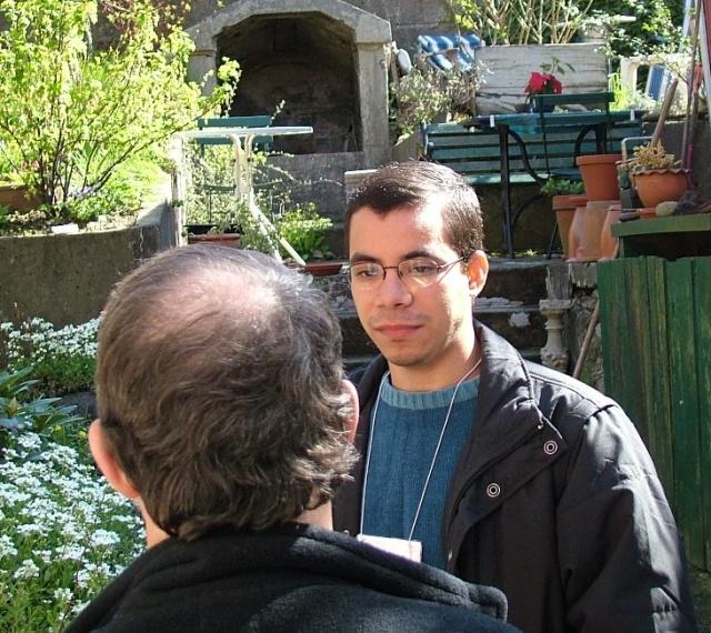 Valmir talks to Odd.